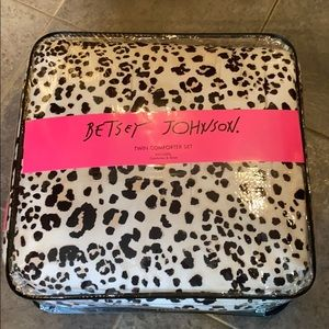 Betsey Johnson twin leopard comforter set